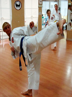 How to Teach Yourself the Basics of Karate: 12 Steps